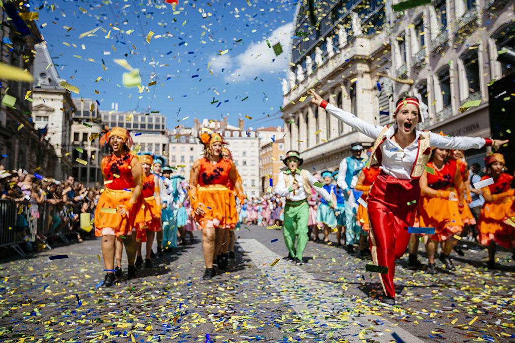 Le Défilé 2014 « Vas, Vis et Danse » Compagnie Dyptik © Lucas Manificat
