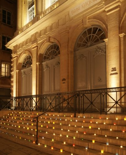 Vue partielle de la façade, la nuit, le 8 décembre 2015  © Yves Neyrolles