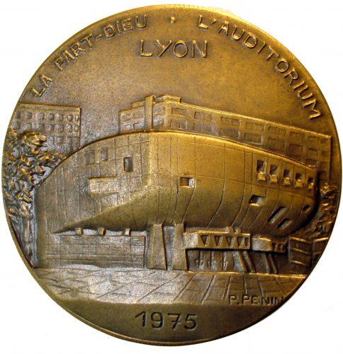 Auditorium M. Ravel (1972-1974, H. Pottier, Charles Delfante, B. Caille), inauguré le 14 février 1975. Médaille de Paul Penin, 1975, bronze, diamètre 50 mm. © Collection particulière
