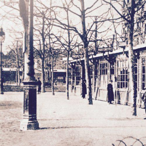 Un des stands de la foire sur la place Morand © Collection particulière Bruno Benoit